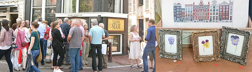 Foto openingsdag tentoontstelling met drukte buiten en 3 verkochte werkjes.